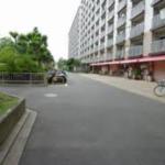 喜多見15分!大規模マンションの1階!狛江市東野川3丁目!軽飲食店可!1階店舗